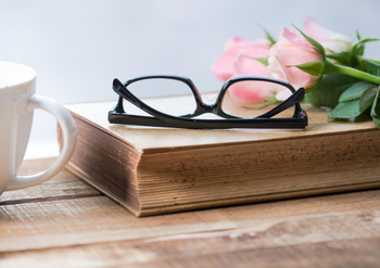 What are the Pros and Cons of Wearing Optical Glasses?